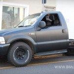 caminhonete-envelopada-de-preto-fosco